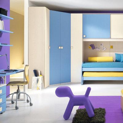 Example of a minimalist kids' bedroom design in New York