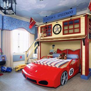 Idéer för vintage barnrum, med blå väggar och heltäckningsmatta