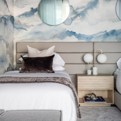 Mid-sized trendy gender-neutral carpeted, gray floor and wallpaper kids' room photo in Miami with multicolored walls