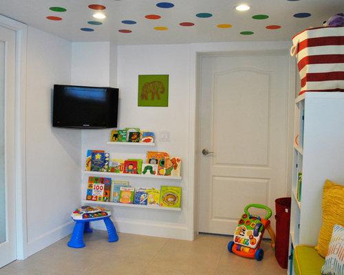 Salle de jeux d\'enfant moderne avec un sol en carrelage de ...