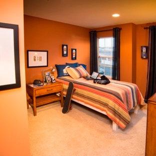 Ispirazione per una cameretta per bambini tradizionale con moquette e pareti arancioni