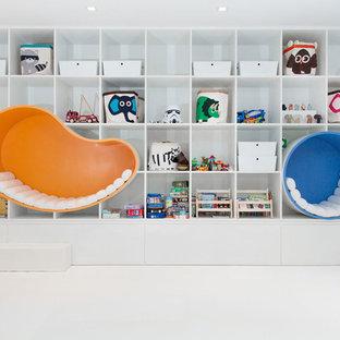 Imagen de dormitorio infantil de 4 a 10 años, moderno, de tamaño medio, con paredes blancas y suelo blanco