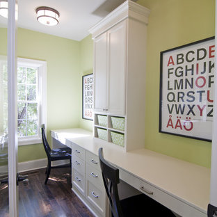 Réalisation d'une chambre d'enfant tradition avec un mur vert.