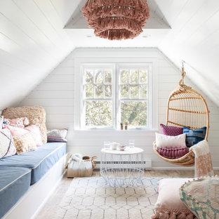 Modelo de dormitorio infantil clásico renovado con paredes blancas