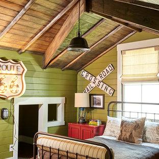 Idee per una cameretta per bambini da 4 a 10 anni country con pareti verdi, moquette e pavimento marrone