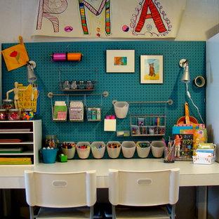 Ispirazione per un angolo studio per bambini minimal