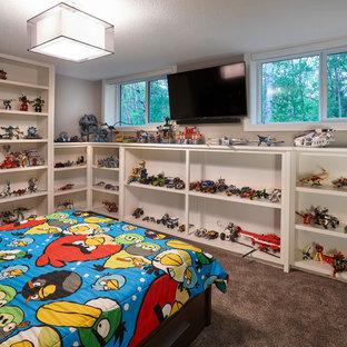 Esempio di una cameretta per bambini da 4 a 10 anni stile americano di medie dimensioni con pareti grigie, moquette e pavimento grigio
