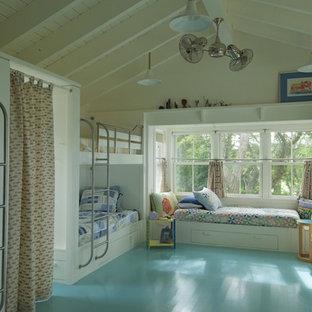 Cette image montre une chambre d'enfant marine avec un sol turquoise et un sol en bois peint.