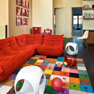 Modernes Kinderzimmer mit Spielecke in Los Angeles