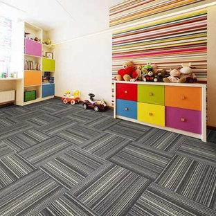 Ejemplo de dormitorio infantil de 1 a 3 años, minimalista, grande, con paredes blancas, moqueta y suelo gris