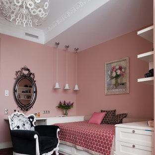 Bild på ett mellanstort vintage barnrum kombinerat med sovrum, med rosa väggar, heltäckningsmatta och lila golv