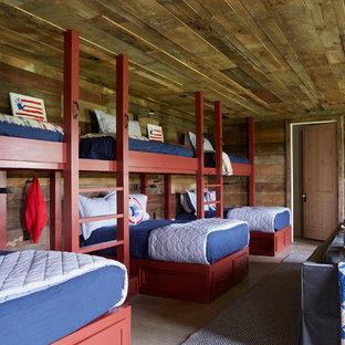 Idées déco pour une chambre d'enfant bord de mer avec un mur marron.
