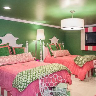 Idéer för stora vintage barnrum kombinerat med sovrum, med gröna väggar och marmorgolv