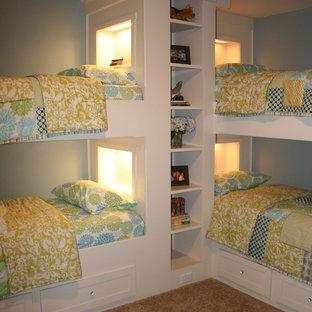 ローリーの女の子用トラディショナルスタイルの寝室の画像 (青い壁、カーペット敷き、児童向け)