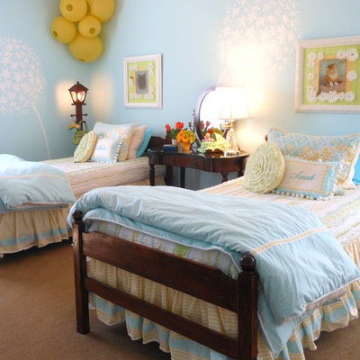 Inspiration for a timeless girl carpeted kids' room remodel in Kansas City with blue walls
