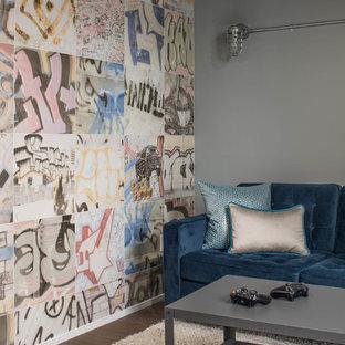 Idées déco pour une grand chambre d'enfant industrielle avec un mur gris et un sol en bois brun.