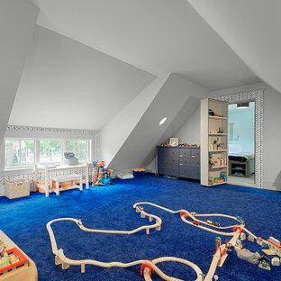 Idee per una grande cameretta per bambini da 4 a 10 anni classica con moquette, soffitto a volta, pareti bianche e pavimento blu