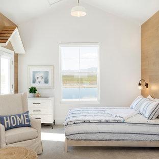 На фото: детская в морском стиле с белыми стенами, ковровым покрытием, серым полом, сводчатым потолком и деревянными стенами с