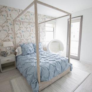 Idée de décoration pour une chambre d'enfant minimaliste de taille moyenne avec un mur blanc, un sol en carrelage de porcelaine et un sol gris.