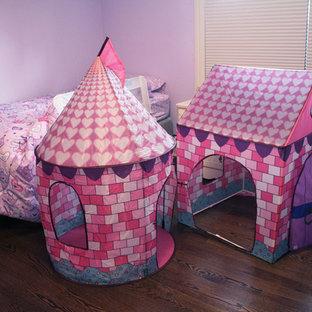 Cette photo montre une chambre d'enfant tendance.