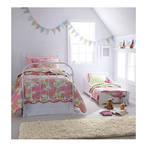 Contemporary Girl Carpeted Kidsu0027 Bedroom Idea In Burlington With White Walls