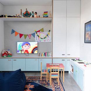 Foto di una cameretta per bambini da 4 a 10 anni stile americano con pareti bianche e pavimento con piastrelle in ceramica