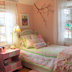 traditional kids Little Girl's Room