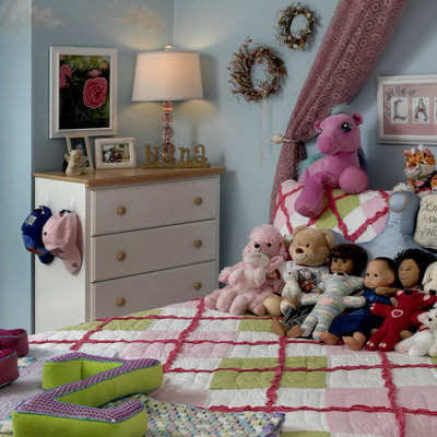 Kids' room - traditional girl kids' room idea in DC Metro with blue walls