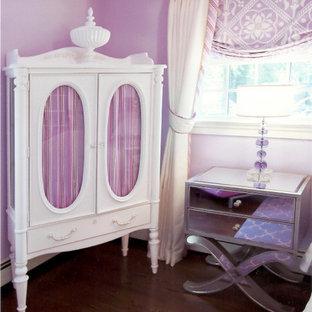Idée de décoration pour une chambre d'enfant de 4 à 10 ans tradition de taille moyenne avec un sol en bois foncé et un mur violet.