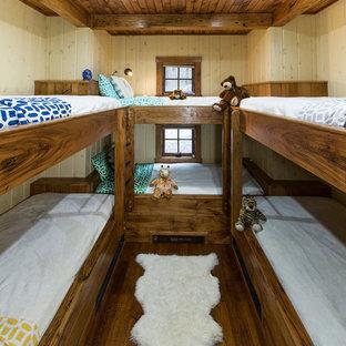 Неиссякаемый источник вдохновения для домашнего уюта: нейтральная детская в стиле рустика с спальным местом и паркетным полом среднего тона для ребенка от 4 до 10 лет