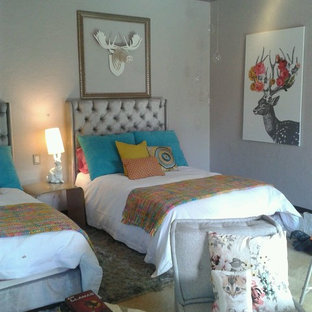 Foto de dormitorio infantil actual, de tamaño medio, con suelo de baldosas de cerámica y paredes grises