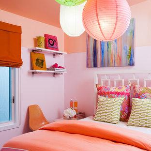 На фото: детская среднего размера в морском стиле с спальным местом, розовыми стенами, ковровым покрытием и розовым полом для подростка, девочки с