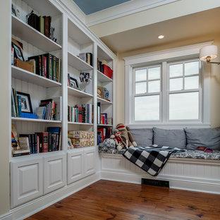 Idee per una cameretta per bambini american style di medie dimensioni con pareti bianche e pavimento in legno massello medio