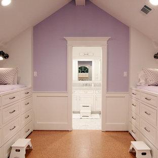 Exemple d'une chambre d'enfant chic avec un sol en liège.