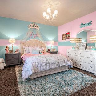 Idee per una cameretta per bambini da 4 a 10 anni design di medie dimensioni con pareti rosa, moquette e pavimento beige