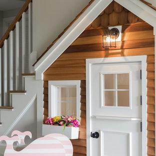Immagine di una cameretta per bambini da 1 a 3 anni tradizionale con pareti beige, moquette e pavimento grigio