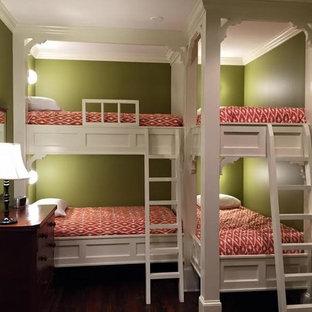 Foto de dormitorio infantil tradicional renovado, de tamaño medio, con paredes verdes y suelo de madera oscura