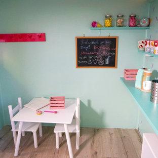 Idee per una cameretta per bambini minimalista di medie dimensioni