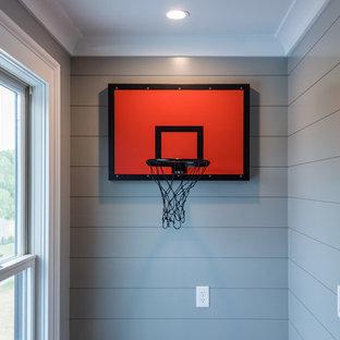 Idées déco pour une petit chambre d'enfant campagne avec un mur bleu, un sol en brique et un sol marron.