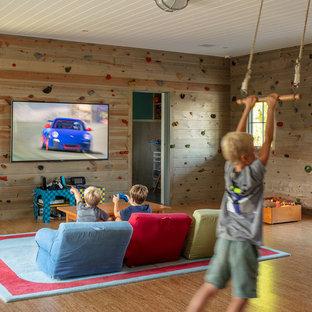Mittelgroßes Maritimes Kinderzimmer mit Spielecke, Korkboden und braunem Boden in Sonstige
