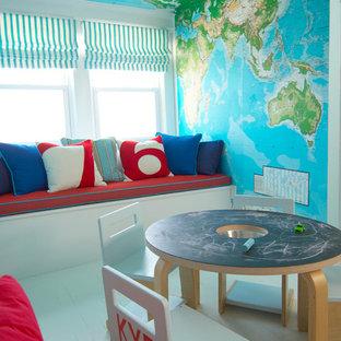 Imagen de dormitorio infantil de 1 a 3 años, actual, con suelo de madera pintada