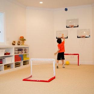 Foto de dormitorio infantil de 4 a 10 años, minimalista, de tamaño medio, con paredes blancas y moqueta