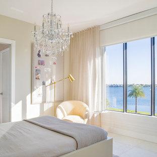 Esempio di una grande cameretta per bambini minimalista con pareti grigie, pavimento in marmo e pavimento bianco