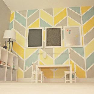Modelo de dormitorio infantil minimalista, de tamaño medio, con paredes grises