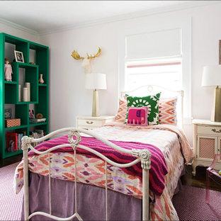 Ispirazione per una cameretta per bambini boho chic con pareti rosa, parquet scuro e pavimento marrone