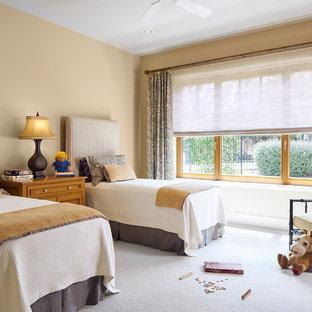 Imagen de dormitorio infantil de 4 a 10 años, clásico, con paredes beige y moqueta