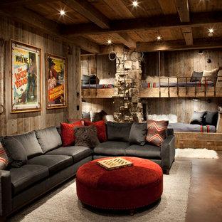 Aménagement d'une chambre d'enfant montagne de taille moyenne avec un mur marron, béton au sol et un sol marron.