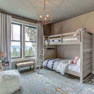 Foto di una cameretta per bambini da 4 a 10 anni country di medie dimensioni con pareti grigie, pavimento in laminato e pavimento grigio