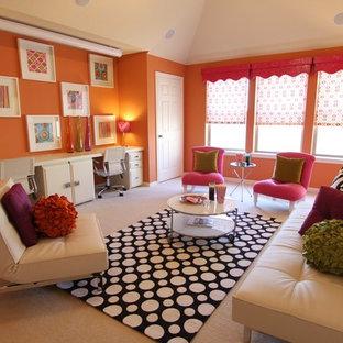 Exemple d'une chambre d'enfant de 4 à 10 ans moderne de taille moyenne avec un mur orange et moquette.