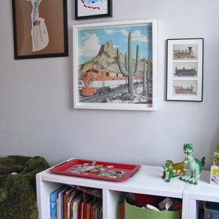 Ispirazione per una cameretta per bambini da 1 a 3 anni bohémian con pareti grigie